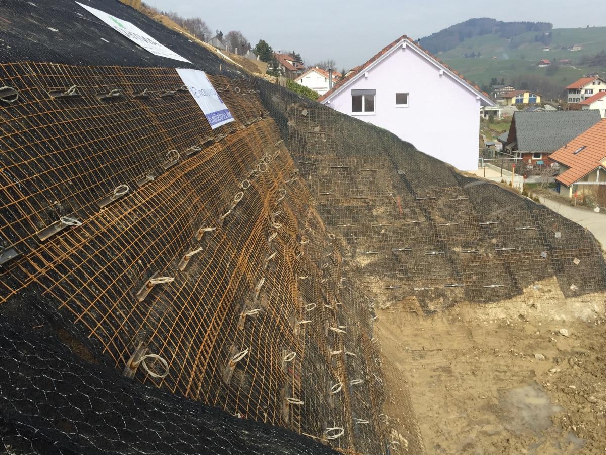 Illustration de l'ancrage d'une paroi d'excavation avec le système d'ancrage au sol Platipus