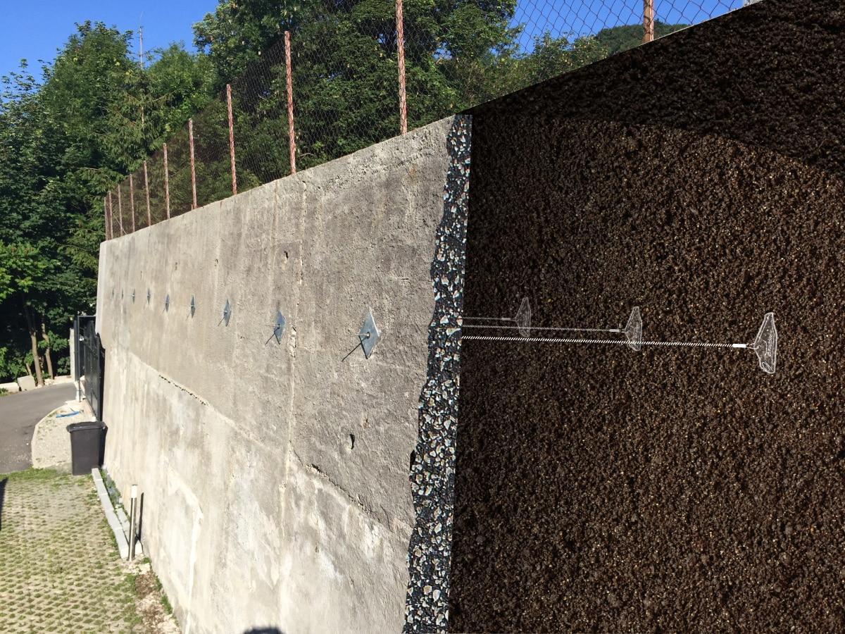 Illustration de l'ancrage d'un mur avec le système d'ancrage au sol Platipus