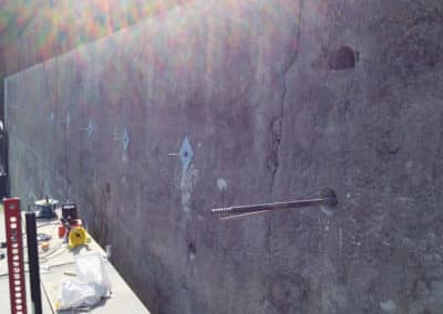 Travaux de stabilisation d'un mur de jardin avec le système d'ancrage Platipus