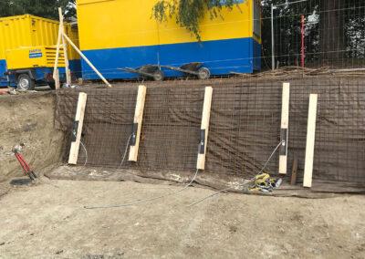 Travaux de blindage d'une paroi d'excavation avec le système d'ancrage Platipus