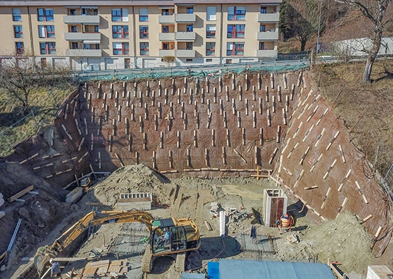ANCRAGE TEMPORAIRE D'UNE PAROI D'EXCAVATION POUR LA CONSTRUCTION D'UN IMMEUBLE