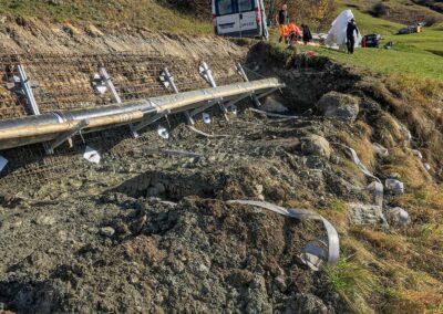 Travaux d'ancrage et drainage d'une paroi d'excavation pour soutenir une conduite souterraine