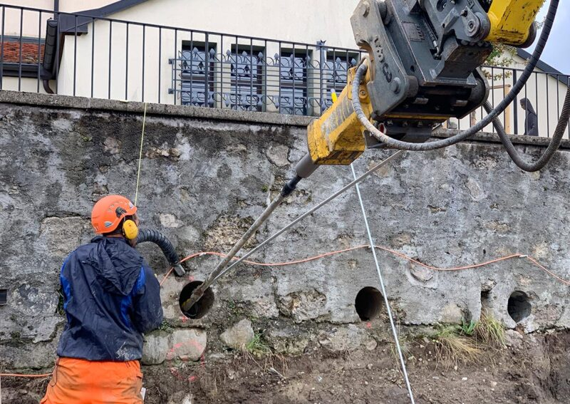 Travaux de renforcement d'un mur de soutènement avec le système d'ancrage Platipus