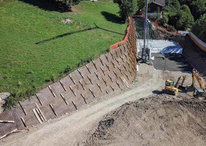 Travaux de blindage d'une paroi d'excavation avec le système d'ancrage au sol de Platipus
