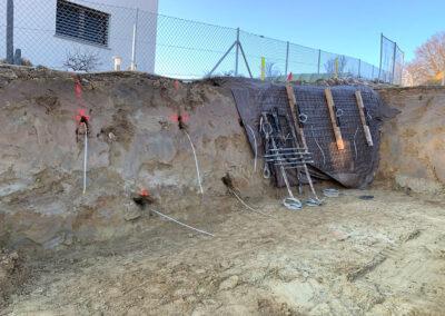 Travaux de blindage temporaire d'une paroi d'excavation pour la construction d'un logement