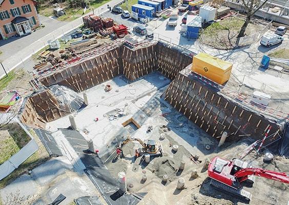 BLINDAGE D'UNE FOUILLE D'EXCAVATION POUR LA CONSTRUCTION D'UN IMMEUBLE